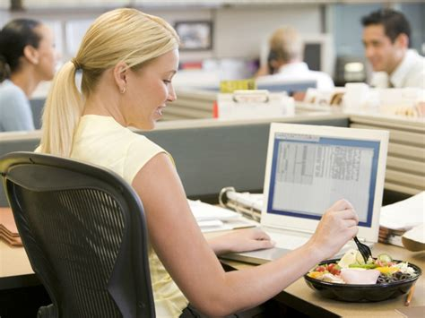 Sad Desk Lunch how to eat healthy at work wellness exos knowledge