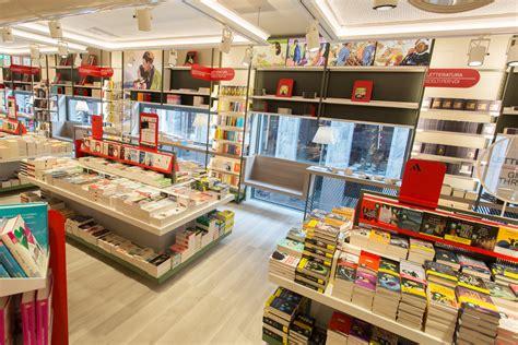 libreria mondadori corso vittorio emanuele mondadori svolta con il megastore di san pietro all orto