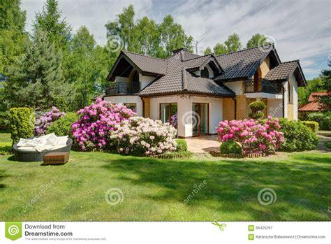 garten zu hause beautiful house with garden stock image image