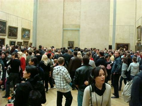 mona lisa the people people viewing the mona lisa photo