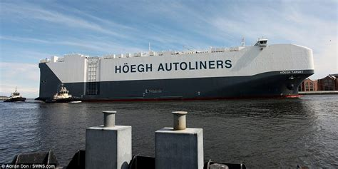 biggest roro vessel in the world world s largest car transporter hoegh target arrives in uk