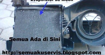 Cutting Pipa Ac Evaporator Ac Mobil Beku Dan Pipa Ac Di Selimuti Es Atau