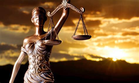 imagenes de justicia abogados la cnmc multa al colegio de abogados de guadalajara y al