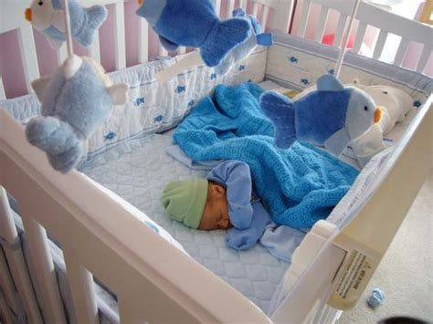 when should baby sleep in crib when should baby start sleeping in crib when should baby
