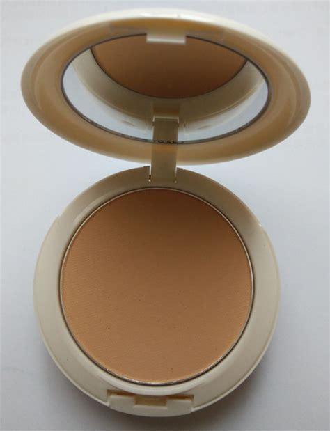 Mac Lightful Compact Powder makeup scrap pad m a c lightful powder foundation review