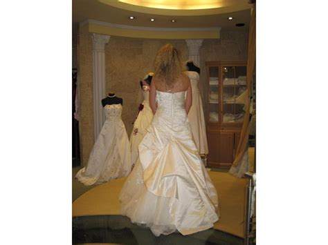 Brautkleider Marken Preise by Kleidung Schuhe Amstetten Bazar At Kleinanzeigen