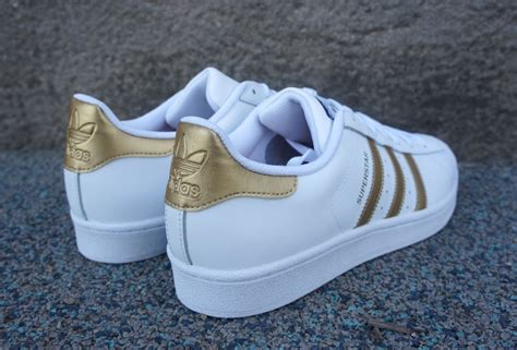 Sepatu Adidas Superstar White Gold adidas superstar white gold is back soleracks
