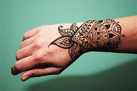henna tattoo wrist inflicting ink tattoo 187 henna themed tattoos