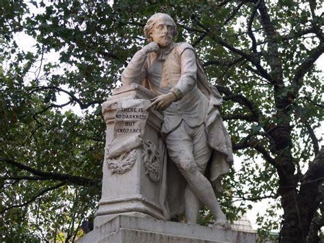statue  william shakespeare   centre  leicester