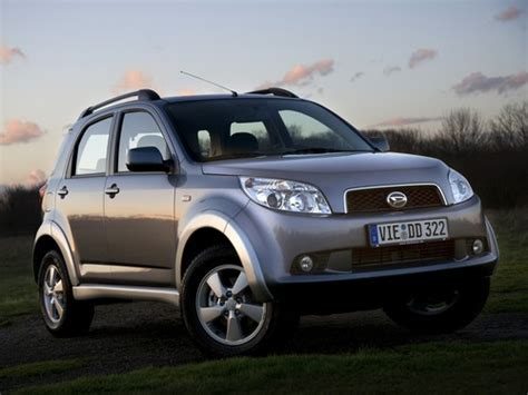 compare daihatsu terios and nissan juke which is better