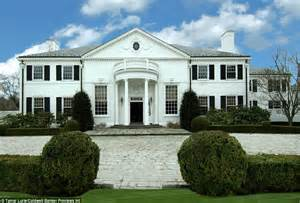 Trump Mansion Donald Trump S Starter Mansion Listed By New Owners For