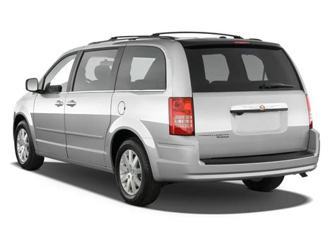 chrysler minivan 2010 chrysler town country reviews and rating motor trend