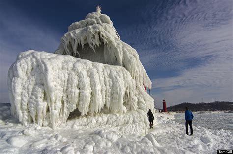 download film frozen ukuran kecil frozen lighthouse on lake michigan download foto gambar