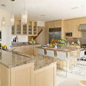 Kitchens With Light Maple Cabinets 25 Best Ideas About Maple Cabinets On Maple Kitchen Cabinets Maple Kitchen And