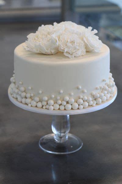 Hochzeitstorte Klein by Simple Single Layer White Wedding Cake With Tiny Fondant