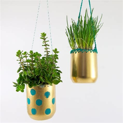 Make Plant - 25 ways to repurpose plastic bottles into home and