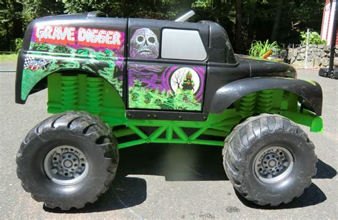 grave digger truck power wheels grave digger power wheels truck fisher price