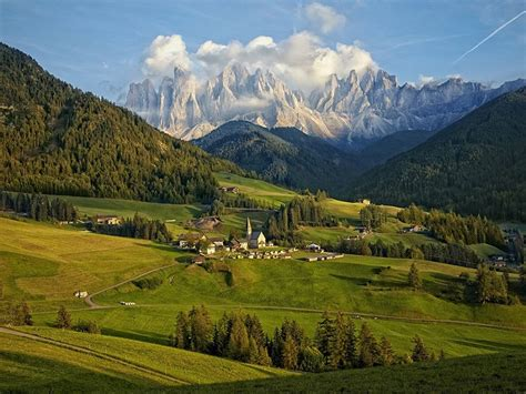 dolomite mountains unbelievable picture of dolomite mountain range italy