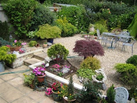 Ideas For Small Gardens Decorating Ideas For A Small Garden Garden Decoration