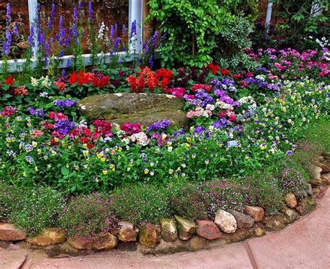 33 Beautiful Flower Beds Adding Bright Centerpieces To Backyard Flower Garden Ideas