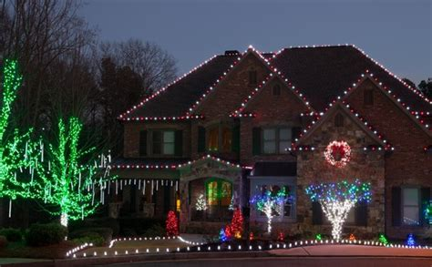 tips to hanging holiday lights for your huntsville al home