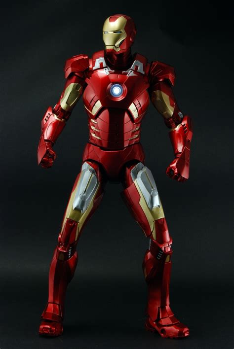 the iron man a avengers 1 4th scale figure iron man case 2 necaonline com
