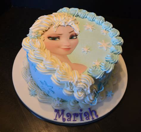 Decorating Frozen Cake by Elsa Or Frozen Cake Decorating Kit
