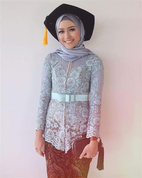Kain Rok Lilit Paya Abu Abu aneka model baju kebaya modern untuk wisuda kamu til anggun