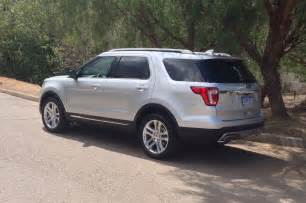 Reviews On Ford Explorer 2016 Ford Explorer Xlt Rear Three Quarter Photo 4