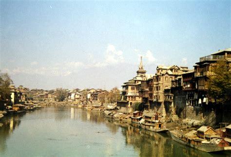 Modern House Front by Bartonhistory Srinagar India