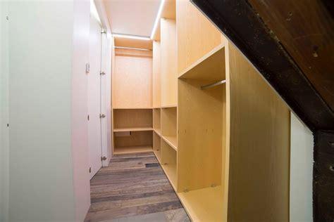 cabina armadio classica arredare un appartamento appartamento mansardato