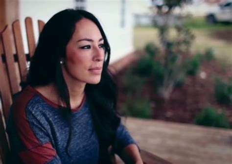 joanna gaines without makeup joanna gaines without eyeliner joanna gaines navy floral dress