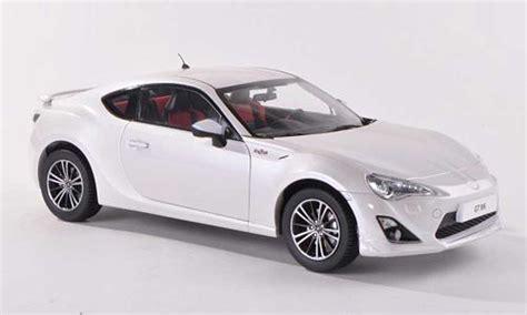 Diecast Toyota 86 toyota 86 2012 gt86 white century diecast model car 1 18 buy sell diecast car on