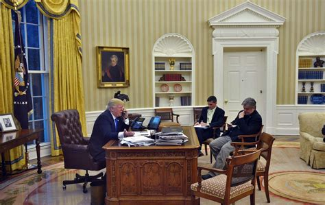 trump oval office design donald trump s closest advisor steve bannon thinks there