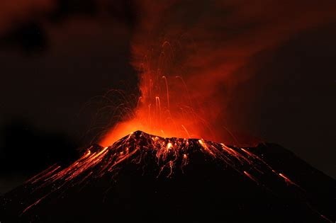 volcanoes geo mexico the geography of mexico pictures mexico volcano spews ash 2 miles high