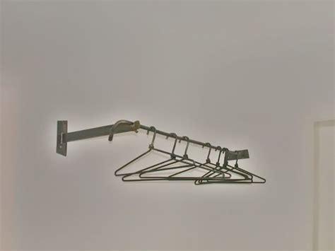 Garderobe An Wand Befestigen by Geschmiedete Garderobe Mit Wandbefestigung