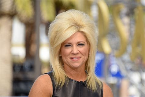 is theresa caputo wearing a wig long island medium theresa wig does long island medium