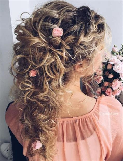 Wedding Hair With Roses by 20 Soft And Sweet Wedding Hairstyles For Curly Hair 2018