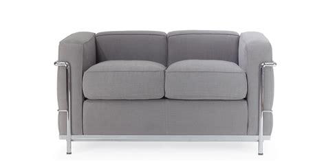 sofa lc dos plazas reproduccion por le corbusier