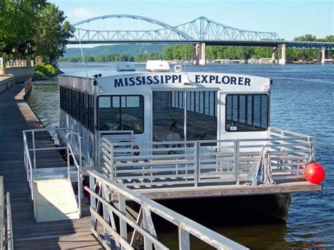 mississippi river boat cruise wisconsin great mississippi riverboat cruise mississippi explorer