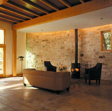 natursteinmauer im wohnzimmer bild  schoener wohnen