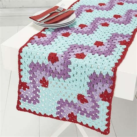 mitered table runner free crochet pattern crochet kingdom