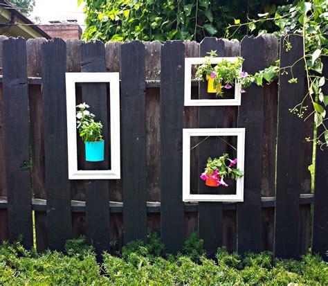 unusual ways    garden fence  eye catching
