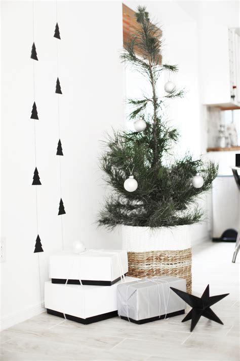 scandinavian tree decorations diy tree garland a brown tree kristi