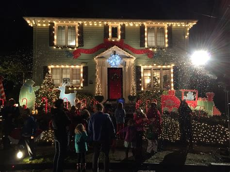 Where To Peep The Best Northeast Seattle Christmas Lights Best Lights Seattle