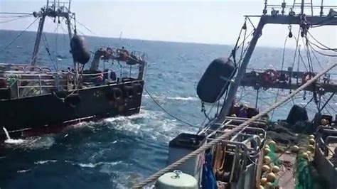 Katrol Kapal kapal trawl jepang dan pelaut indonesia