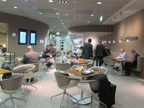 review lufthansa senator lounge munich  mile   time