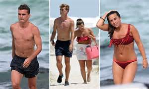 gf crismax imeg antoine griezmann relaxes on with erika choperena ahead of new season with