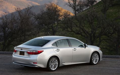 lexus es300 hybrid 2013 lexus es 350 and es 300h first look motor trend