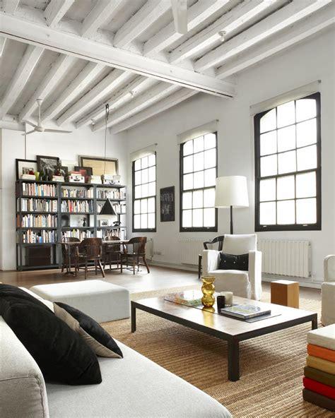 industrial living area design ideas with wooden high ceiling un aut 233 ntico loft que combina lo moderno con lo industrial